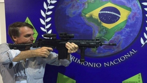 Chega a 70% a rejeição do projeto de posse de armas de Jair Bolsonaro
