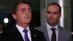 """Bolsonaro diz que só depende do """"sim"""" de Eduardo para nomeá-lo para embaixada dos EUA"""