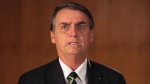 """""""Acabou o amor; Bolsonaro traidor"""", protestam policiais"""