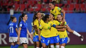 Brasil vence Itália por 1 a 0 com gol de Marta
