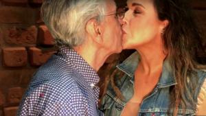Daniela Mercury e Caetano zombam do azul e rosa de Damares em marchinha que celebra liberdade sexual