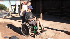 Representante do Crer aponta falta de acessibilidade nas calçadas próximas a unidade. Veja vídeo