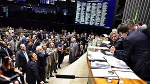 Medidas contra a corrupção chegam ao plenário da Câmara sob intensa polêmica