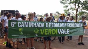 Moradores fazem caminhada para alertar sobre danos ambientais na região norte de Goiânia