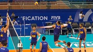 Seleção masculina de vôlei disputa vaga na Olimpíada de Tóquio neste domingo