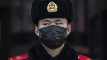 Extrangeiros vivendo em Wuhan são evacuados com auxílio de governos