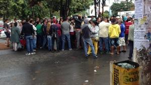 Ambulantes não querem deixar Rua 44 e protestam contra Prefeitura de Goiânia