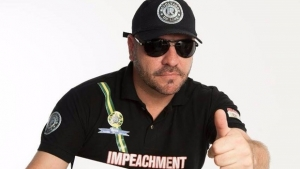 Líder de página anti-PT é hostilizado em manifestação pró-impeachment