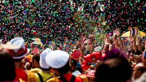 Fantasias e acessórios de carnaval tem variação no preço de até 340%