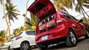 Detran-GO lança campanha de alerta sobre multa para som automotivo
