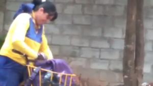 Profissional dos Correios é flagrada rasgando correspondências em Goiânia. Veja vídeo