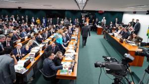 Comissão aprova proposta de cassar aposentadoria de agentes públicos condenados por corrupção