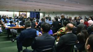 CCJ da Câmara aprova PEC que limita gastos públicos por 20 anos