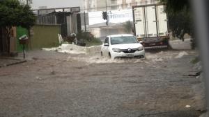 Inmet emite alerta de perigo para chuvas intensas, ventos fortes e alagamentos em Goiás