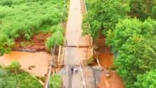 Ponte desaba com chuva no setor Recreio Panorama, na região Noroeste