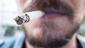 Entenda os riscos do cigarro e veja medidas para parar de fumar