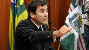 """Para Clécio Alves, Paulo Garcia """"faz das tripas coração"""" para acabar com crise em Goiânia"""