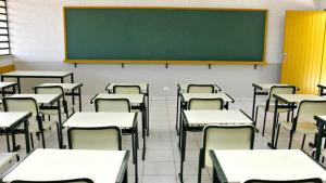 Diretores de colégio estadual e policiais são condenados por despirem alunos para revista