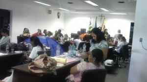 Professores de Aparecida de Goiânia ocupam Câmara dos Vereadores