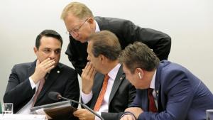 Comissão aprova texto que proíbe aborto até em caso de estupro