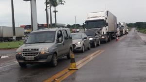 Caminhoneiros interditam BR-153 por melhores condições na rodovia