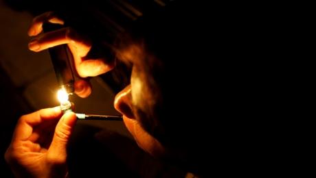 Em Goiânia, usuária de crack escapa da morte graças ao cachimbo que carregava no sutiã