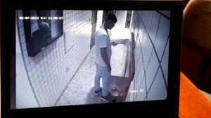Imagens de câmera de segurança mostram bandidos entrando em prédio no Setor Oeste