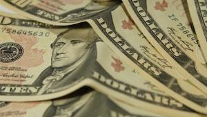 Dólar fecha no menor nível em 40 dias e aproxima-se de R$ 3