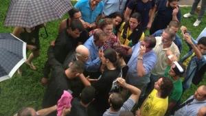 Em protesto contra mudança de gestão do HC, manifestantes cercam reitor da UFG e conseguem adiamento de decisão