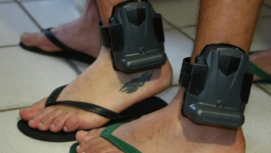 Falta de pagamento suspende monitoramento de presos em Goiás por 1h30