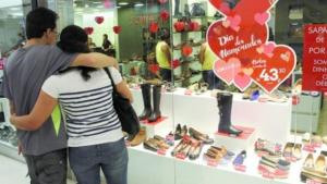 Procon de Anápolis aponta diferença de quase 100% em valores de presentes para Dia dos Namorados