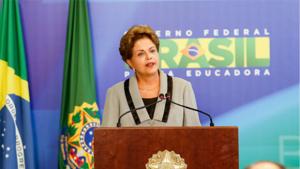 """Após manifestações, Dilma se posiciona e afirma que """"diálogo está aberto"""""""