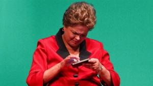 """Dilma lança WhatsApp e anuncia programa """"Banda Larga para Todos"""" como proposta de campanha"""