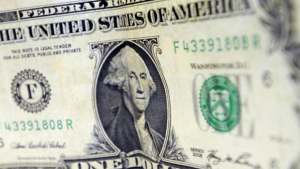Dólar chega a R$ 3 em maior alta desde 2004