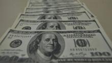Dólar chega a R$ 4,21 e fecha no maior valor em dois meses