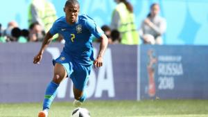 Lesão tira Douglas Costa do jogo do Brasil contra a Sérvia
