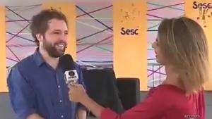"""Ao vivo na Globo, Gregório Duvivier solta """"fora Temer"""""""