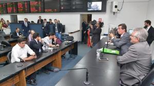 Pedido de vista adia votação de projeto que define eleição de diretores de escolas estaduais