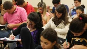Estudante é eliminada do Enem após ser flagrada com celular em pacote de salgadinho