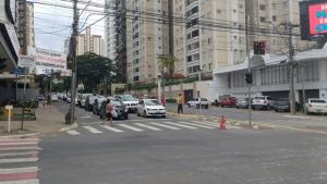 Acidente com caminhão causa congestionamento nas avenidas T-63 e T-4