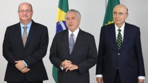 Equipe de Temer debate aumento de impostos para 2017