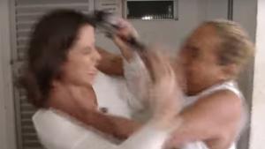 Repórter do SBT é agredida com socos e tapas durante reportagem. Veja vídeo