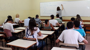 Projeto que torna obrigatória presença de psicólogos em escolas públicas é aprovado na CCJ