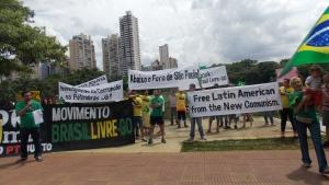 Manifestação em Goiânia pede impeachment de Dilma e fim do Foro de São Paulo