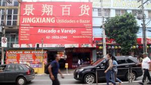 Prefeitura tem desafio de conscientizar comerciantes para limpar fachadas do Centro de Goiânia