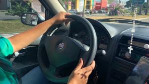 Motoristas de táxi e de aplicativos de transporte deverão passar por teste toxicólogico anual