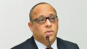 Presidente do TCE é notificado para afastar Fernando Carneiro do cargo de procurador de contas