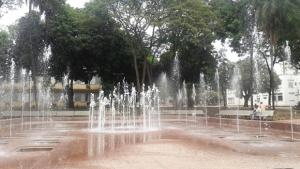 Prefeito Paulo Garcia entrega fontes luminosas da Praça Cívica
