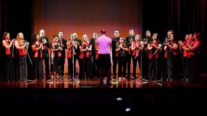 Coral da PUC Goiás leva músicas natalinas ao Shopping Bougainville