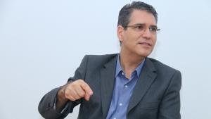 Francisco Jr. lança livro sobre desenvolvimento de Goiânia